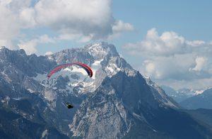 Para-gliding in the Alps